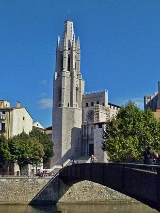Girona - The Collegiate Church of Sant Feliu, as seen from the river Onyar.
