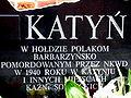 Gniezno. Tablica poświęcona ofiarom zbrodni katyńskiej i innym pomordowanym przez Sowietów.JPG