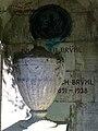 Grabmal Julius Wilhelm Brühl, Blick auf die Rückwand und Gestaltung des Innenraumes .jpg