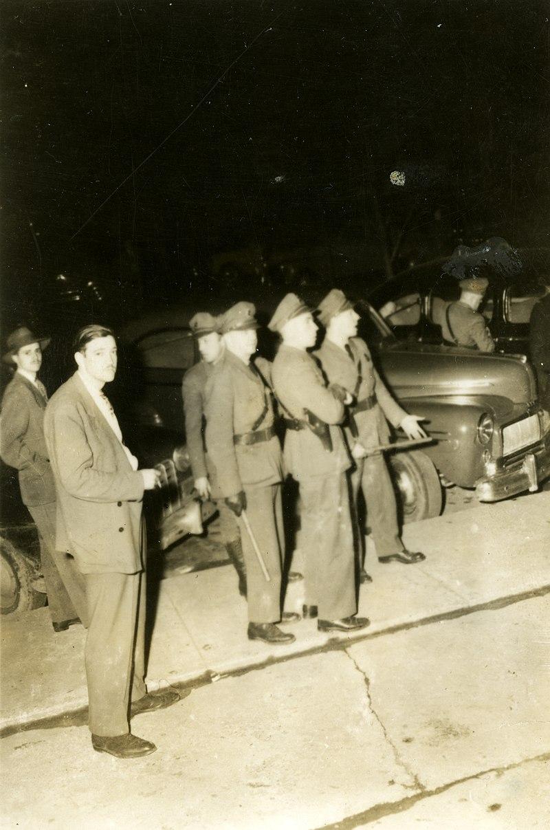 Les policiers interviennent à l'occasion de la grève de l'amiante en 1949