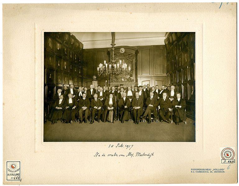 File:Groepsportret gemaakt na de oratie van Johanna Westerdijk.jpg