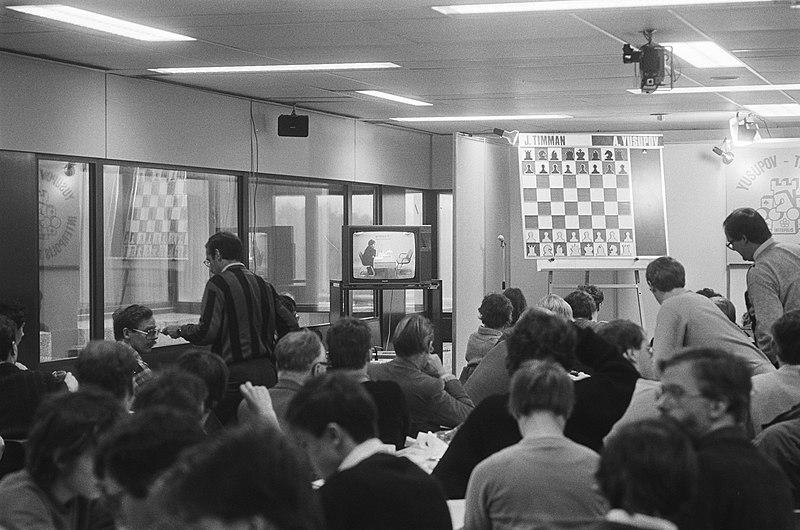 File:Grote publieke belangstelling bij de schaaktweekamp, Bestanddeelnr 933-5566.jpg