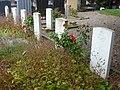 Guînes (Pas-de-Calais) cimetière, tombes de guerre de la CWGC.JPG