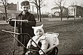 Gyerekek 1942-ben a Hungária körúton. Fortepan 13801.jpg