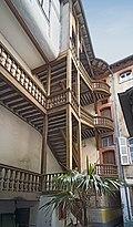 Hôtel de Labonne - L'escalier de la cour intérieure.jpg