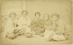 Hawaiians eating Poi, photograph by Menzies Dickson.jpg
