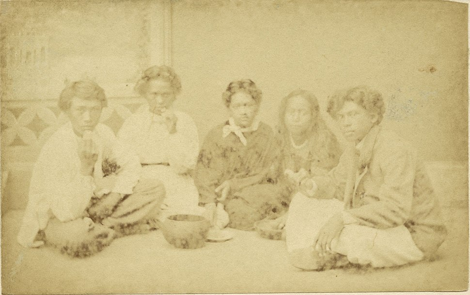 Hawaiians eating Poi, photograph by Menzies Dickson