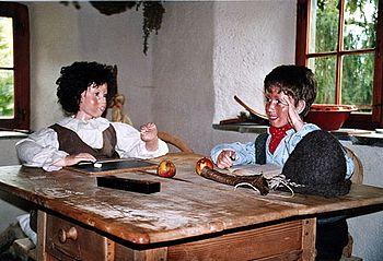 Heidi und Geissenpeter im Heidihaus in Maienfeld (Graubunden)