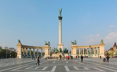 How to get to Hősök Tere with public transit - About the place