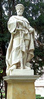 Herzog-Moritz-Statue im Hofgelände im Gymnasium St. Augustin in Grimma (Quelle: Wikimedia)