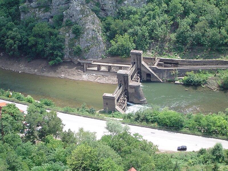 Nišava 800px-Hidroelektrana