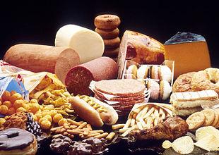 Alcuni alimenti ad elevato contenuto di acidi grassi.