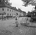 Hildegard Eschen bij de grensovergang in de Nieuwstraat in Kerkrade, Bestanddeelnr 252-0216.jpg