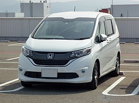 Honda FREED+ (DBA-GB5) front.jpg