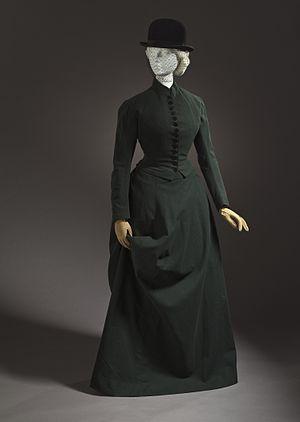 Broadcloth - 1878 woman's riding habit/hunting dress in dark green habit cloth. Scotland. LACMA M.2007.211.779.1a-b