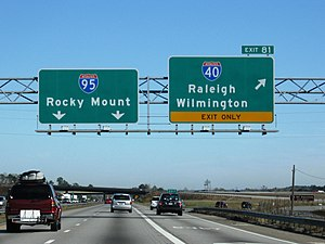 English: I-95 northbound at its intersection w...