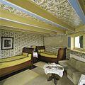 Interieur, overzicht van de slaapkamer op de bel-etage - Sint Nicolaasga - 20397670 - RCE.jpg