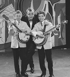 Jan & Kjeld met Johnny Kraaykamp sr. in 1959 in de AVRO-Weekend Show