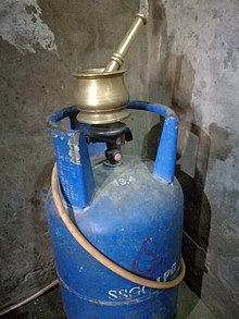 Jugaad in Tharparkar for avoiding gas leakage by using heavy weight objects