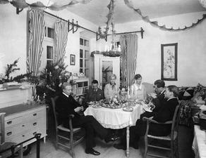 Julafton 1927, frukostbordet Nicosia - SMVK - C00908.tif