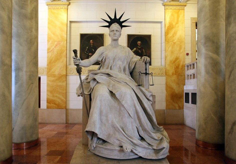 Justitia szobra a Kúria épületében