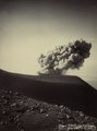 KITLV - 408058 - Kurkdjian - Soerabaia - Eruption of the Gunung Semeru in East Java - circa 1910.tif