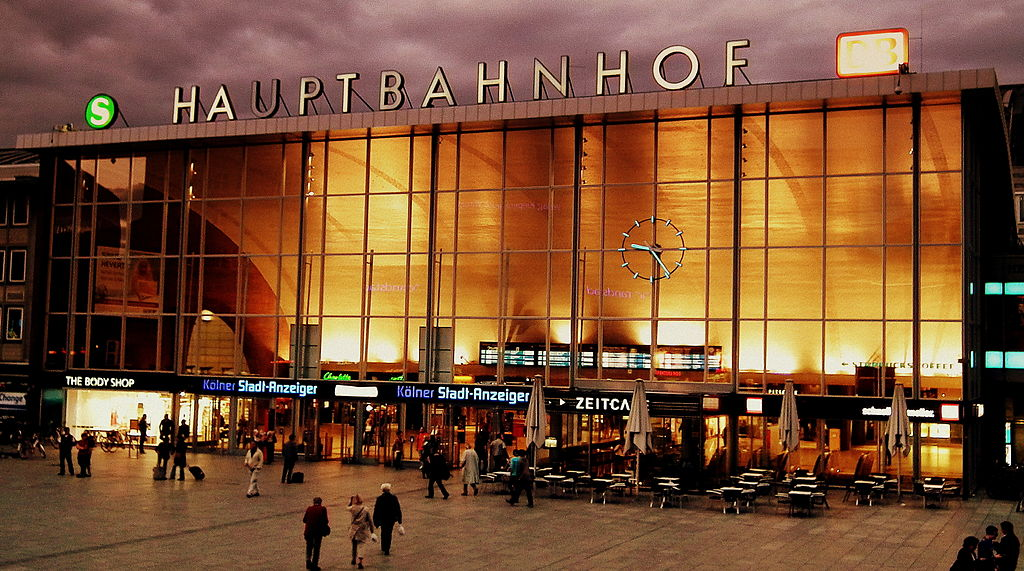 KOLN HAUPTBAHNHOF GERMANY JULY 2012 (7687101342)