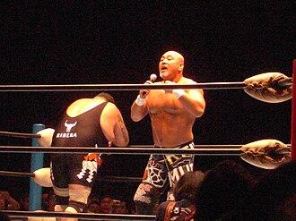Akebono Tarō - Akebono (left) and his mentor, Keiji Mutoh