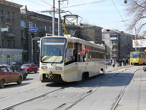 https://upload.wikimedia.org/wikipedia/commons/thumb/8/81/Kharkov_tram_3102.JPG/500px-Kharkov_tram_3102.JPG