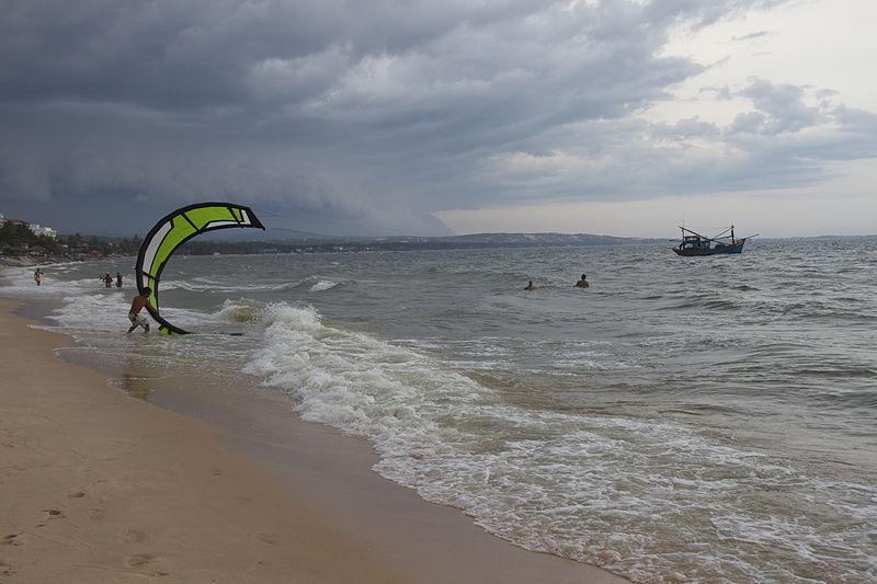 File:Kitesurfing in Vietnam, by Jean-Marie Hullot.jpg