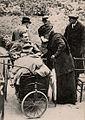 L'Impératrice Eugénie rend visite au un blessé Anglais 1914.jpg