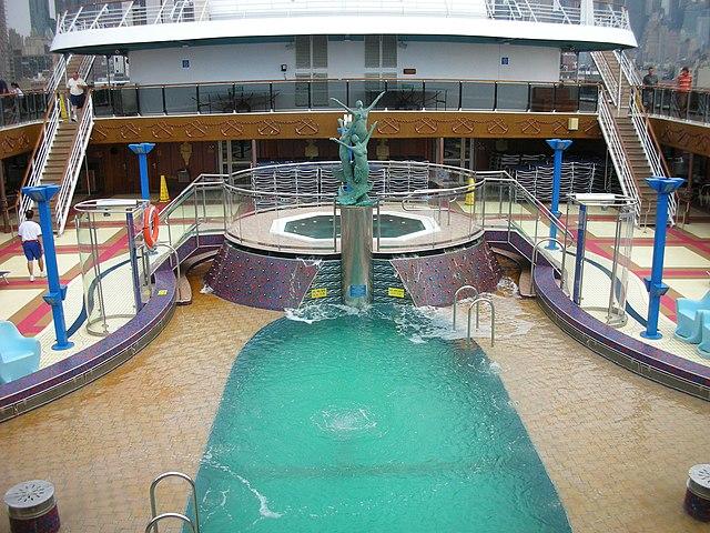File la piscine du carnival wikimedia commons for Piscine kb