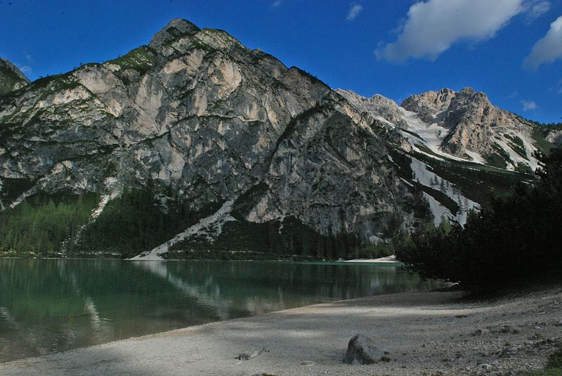 File:Lago Braies - panoramio.jpg