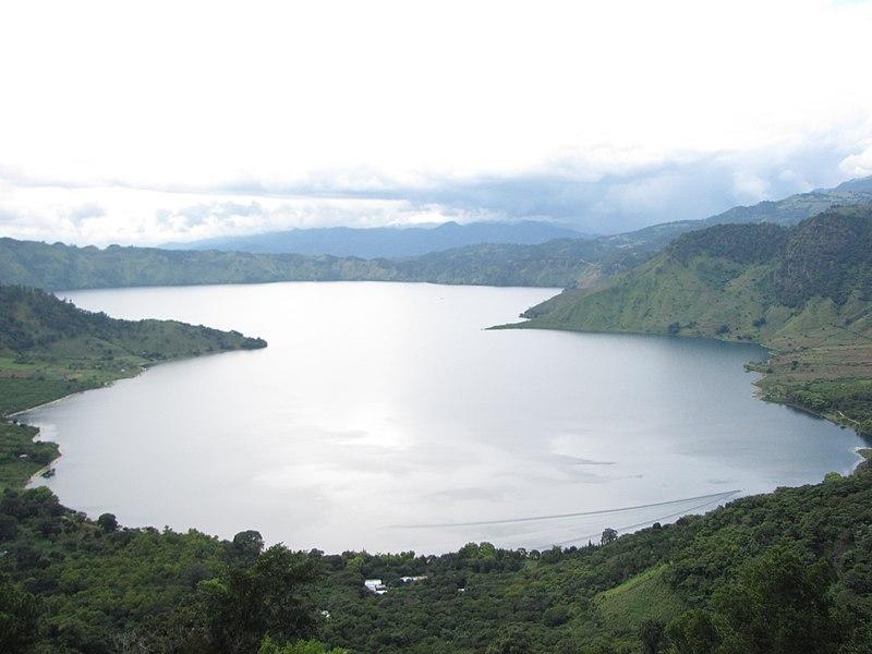 File:Lago de Ayarza,Ayarza,Santa Rosa, Guatemala. - panoramio.jpg