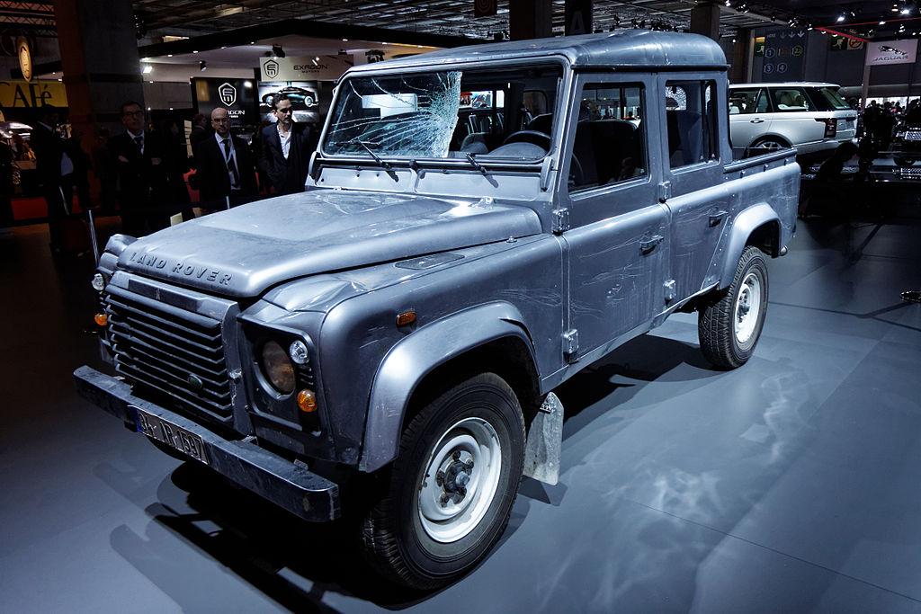 file land rover defender double cab pick up skyfall mondial de l 39 automobile de paris 2012. Black Bedroom Furniture Sets. Home Design Ideas