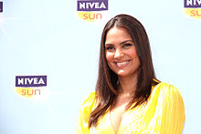 Lara Dutta at the launch of NIVEA Sun in India (12).jpg