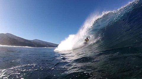 Le culte du surf à Tahiti.jpg