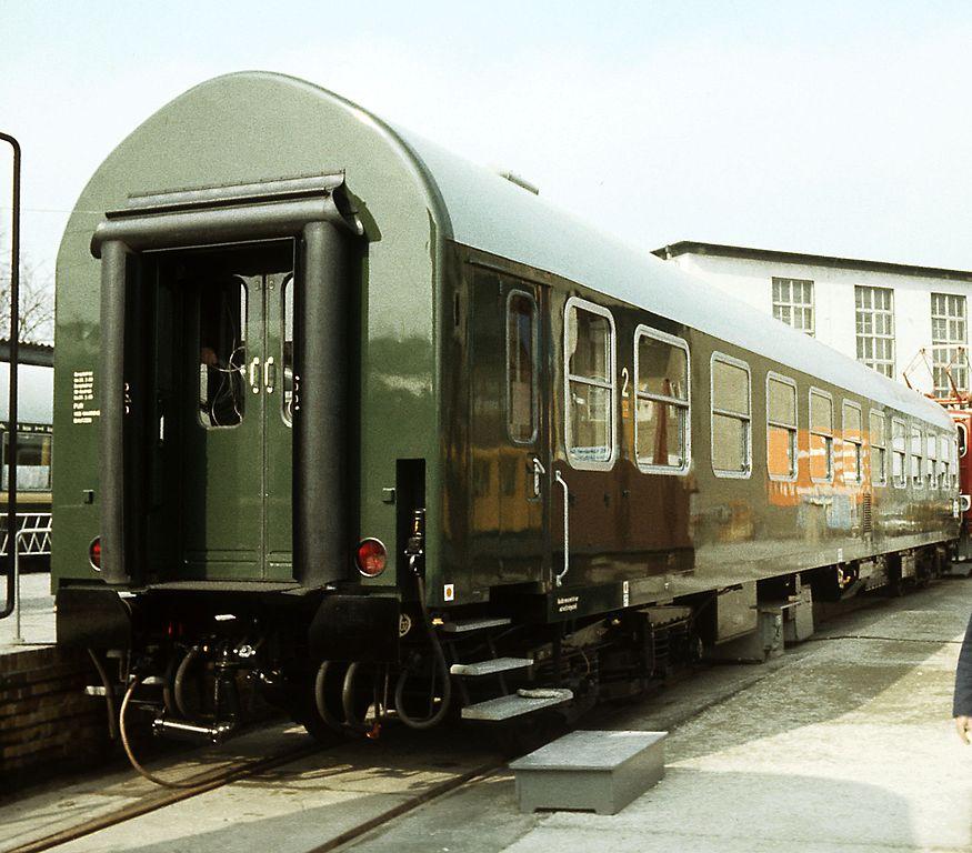 https://upload.wikimedia.org/wikipedia/commons/thumb/8/81/Liegewagen_Y-B_70.jpg/875px-Liegewagen_Y-B_70.jpg
