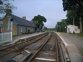 Looking along the railway line at Forsinard Station - geograph.org.uk - 950567.jpg