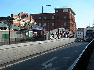 Royal Oak tube station - Image: Lord Hills Bridge, W2 geograph.org.uk 363201