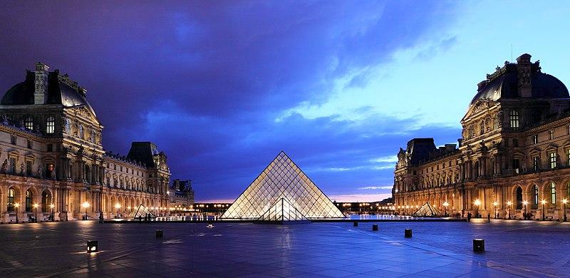 Najpoznatije svetske arhitekte - Page 2 800px-Louvre_at_dusk