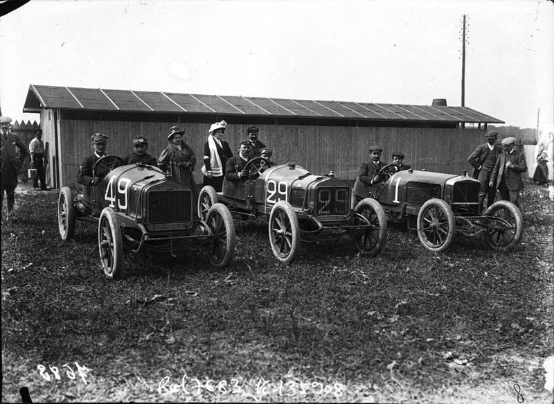 File:Lucas-Bonnard, René Thomas and Albert Guyot in Delages at the 1908 Grand Prix des Voiturettes at Dieppe.jpg