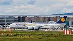 Lufthansa, D-ABYI (Siegerflieger Fanhansa) Boeing 747-8 - FRA (20957095940).jpg