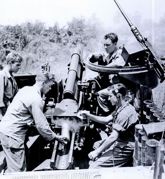 M7 crew in action, Arno river, 1944