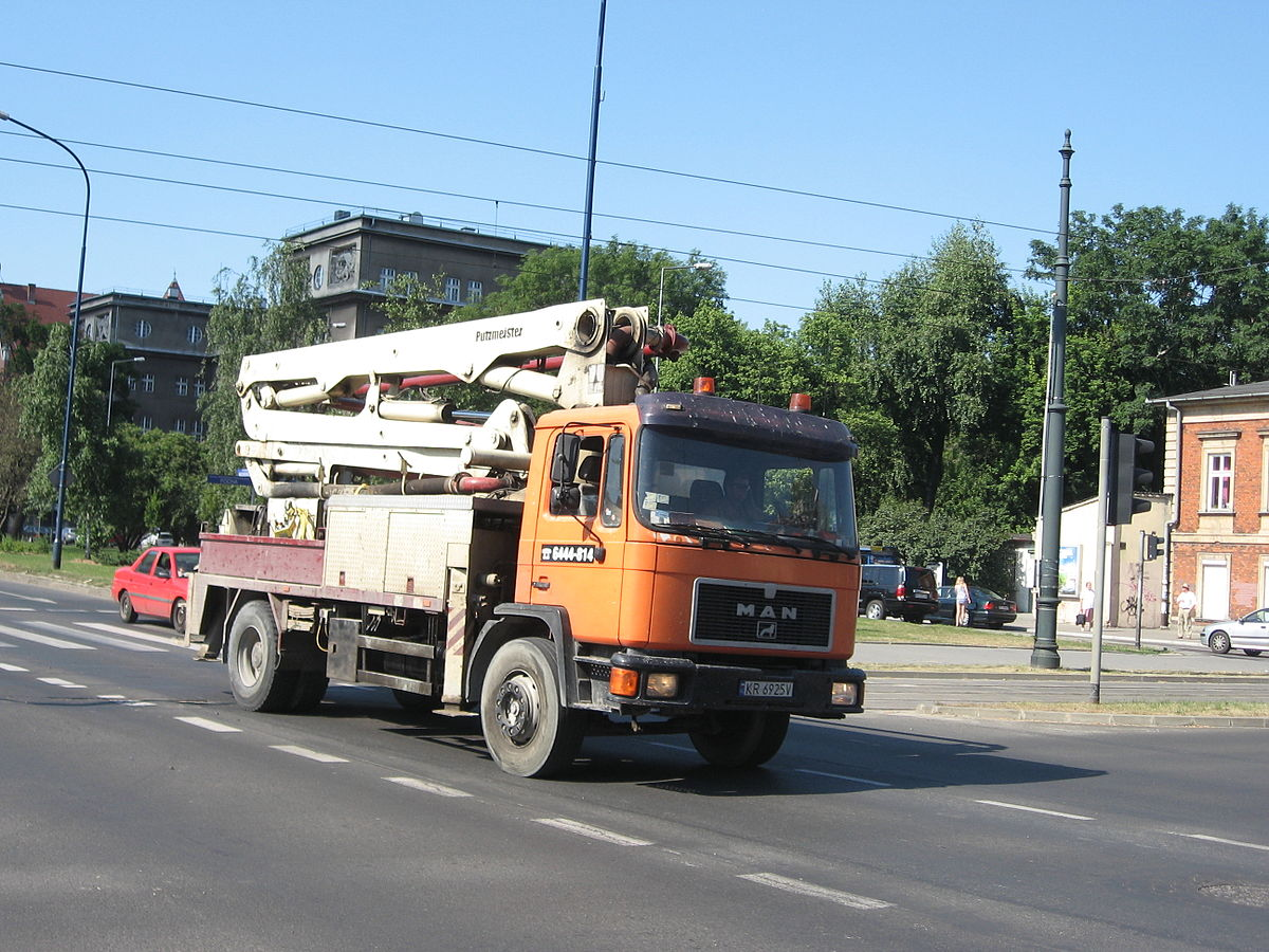 File:MAN concrete pump truck on Mickiewicza and Piłsudskiego