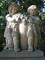 Maerchenbrunnen Berlin Friedrichshain Kindergruppe.jpg