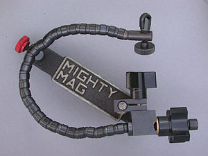 Magnetic base - Fixed magnetic base with snake style arm.