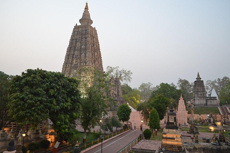 Mahabodhi Temple Complex, Bodhgaya (8717523500).jpg