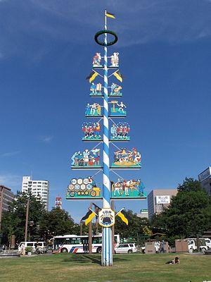 Odori Park - Maibaum in Nishi 11 chome