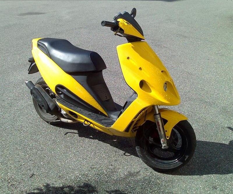 ** Malaguti ** 800px-Malaguti_Phantom_F12_yellow